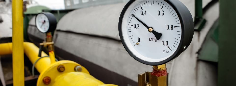 Industrial size air compressor and pressure gauge